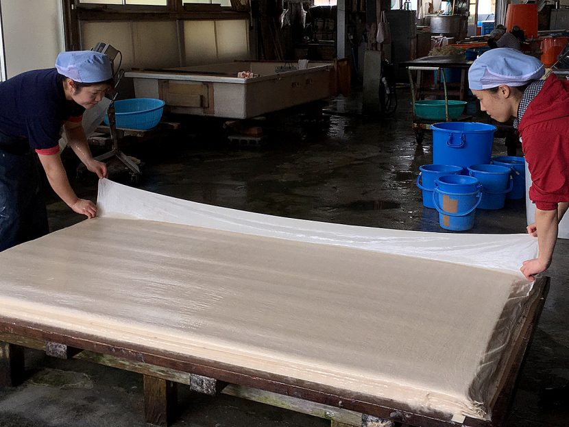 襖判和紙 手漉き作業