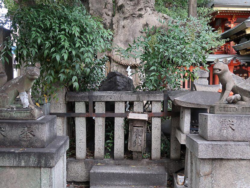 満足稲荷神社 狛狐