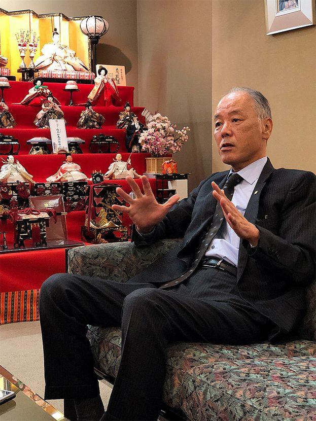インタビューに答える田中義高社長