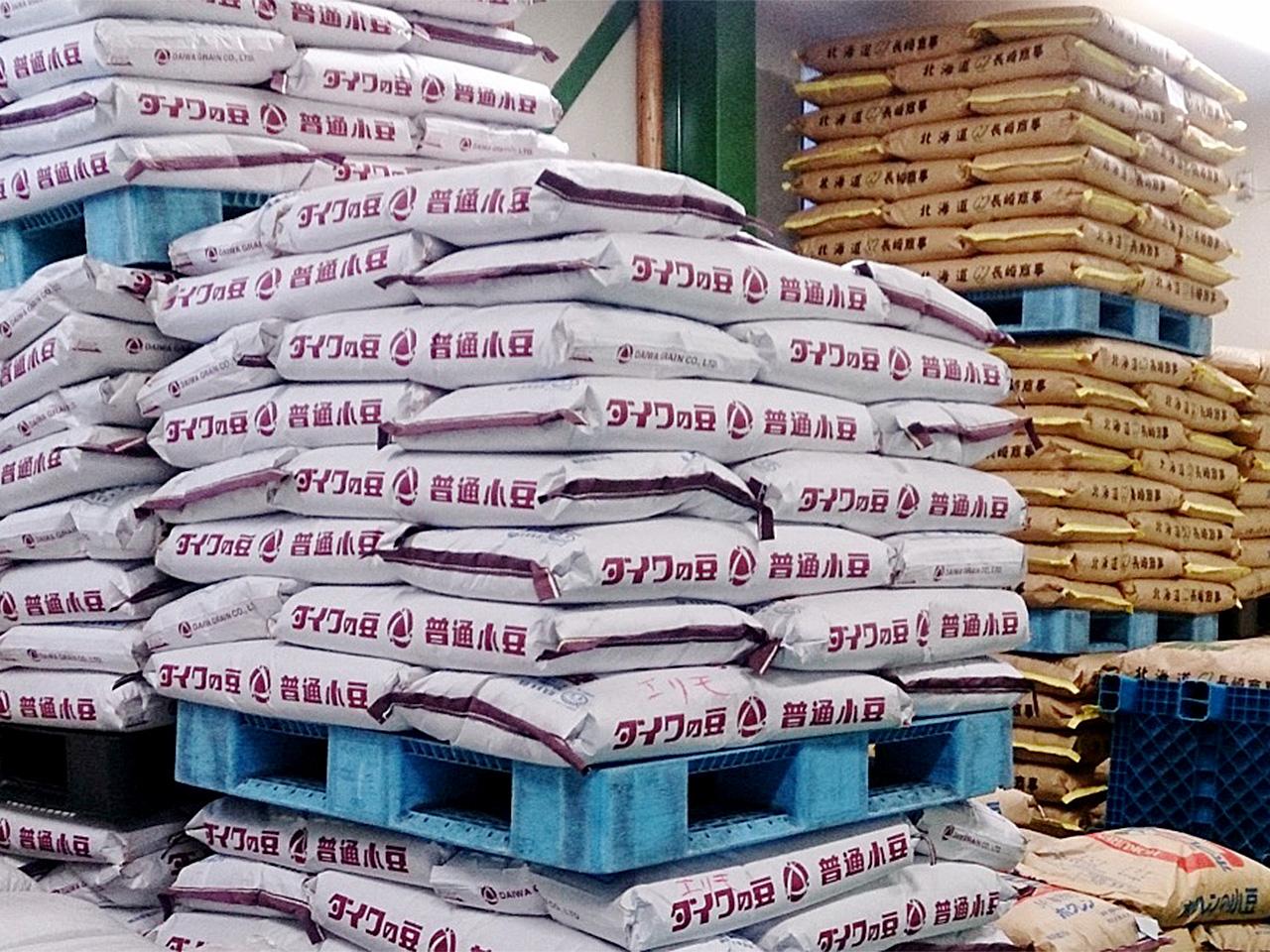 山梨製餡 備蓄されている小豆原料