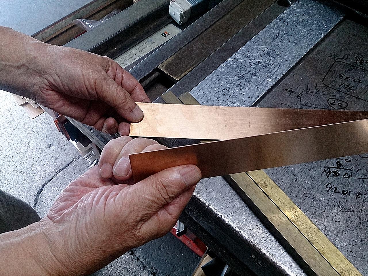 角井銅商店 カットされた銅板
