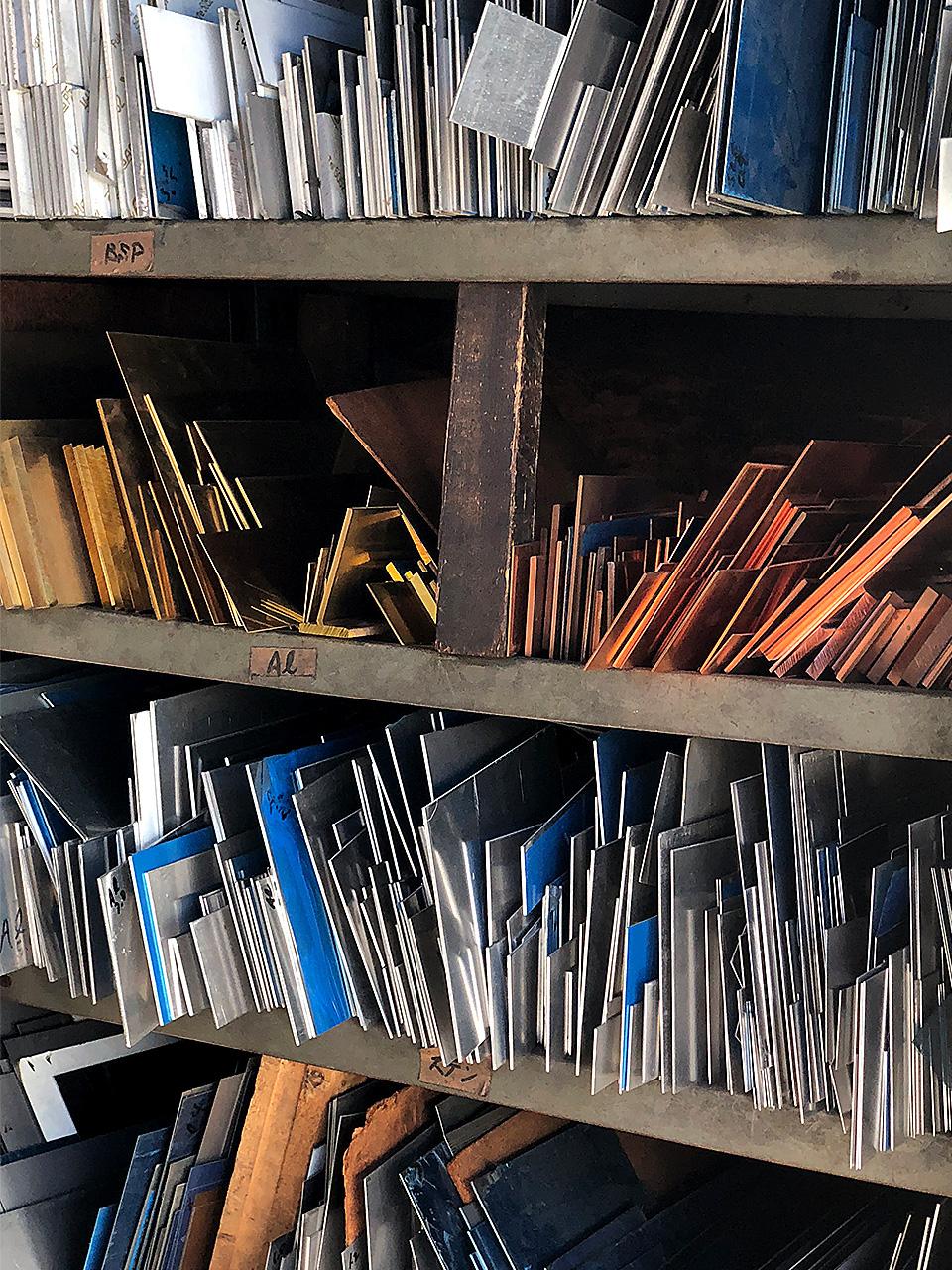 角井銅商店 在庫される金属の端材
