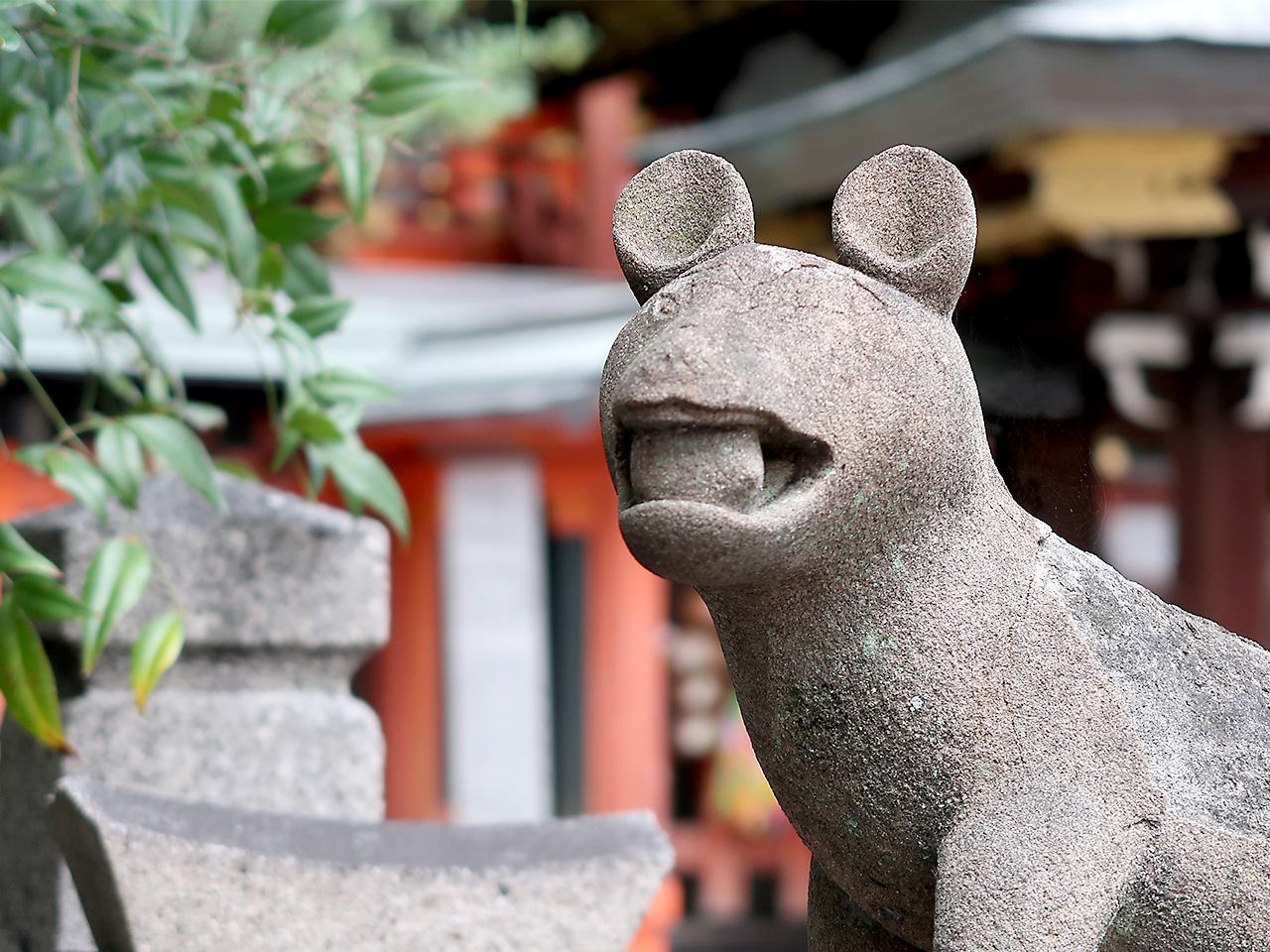 満足稲荷神社 ツネ吉