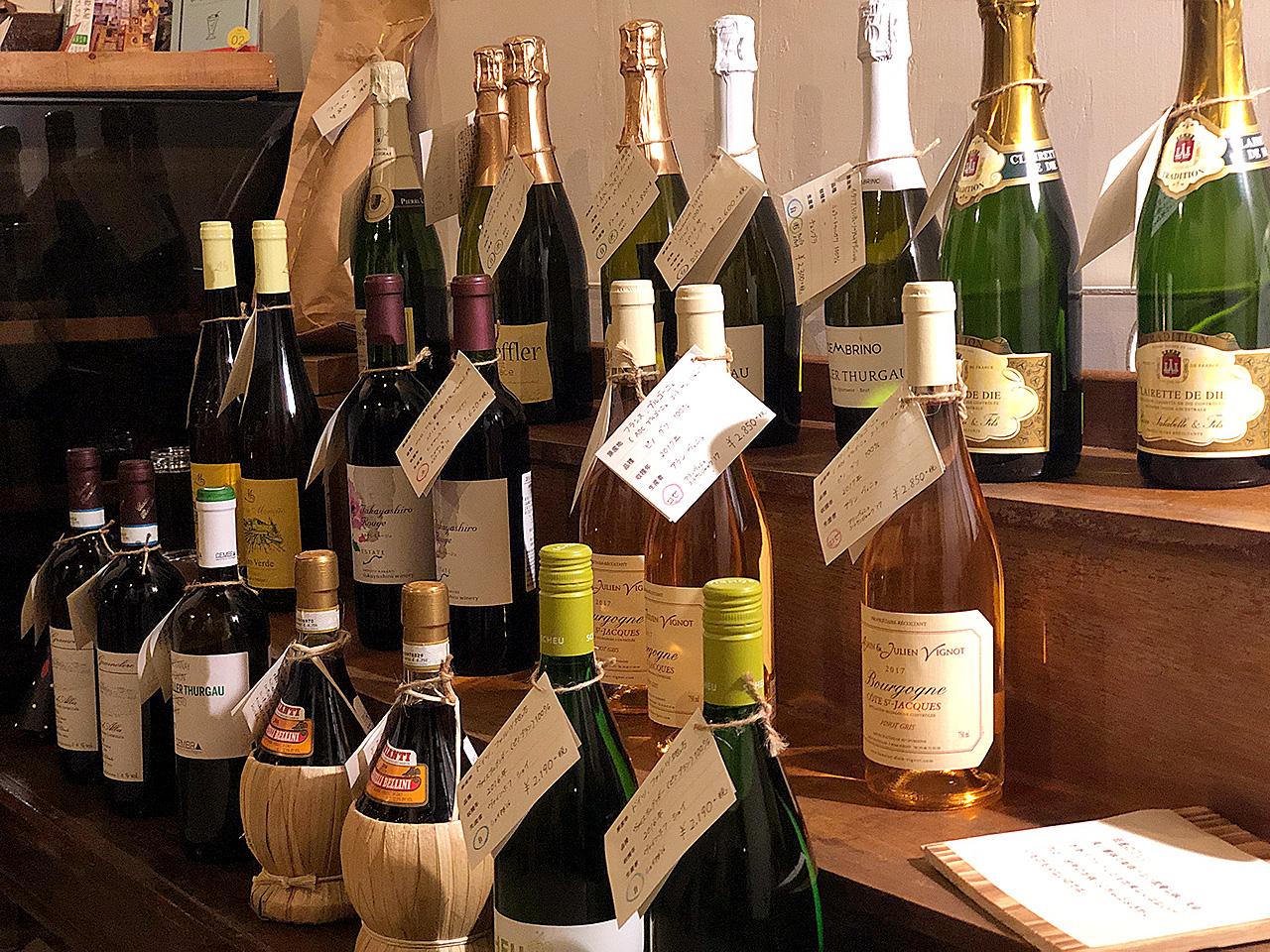 仔鹿店内に陳列されたワイン