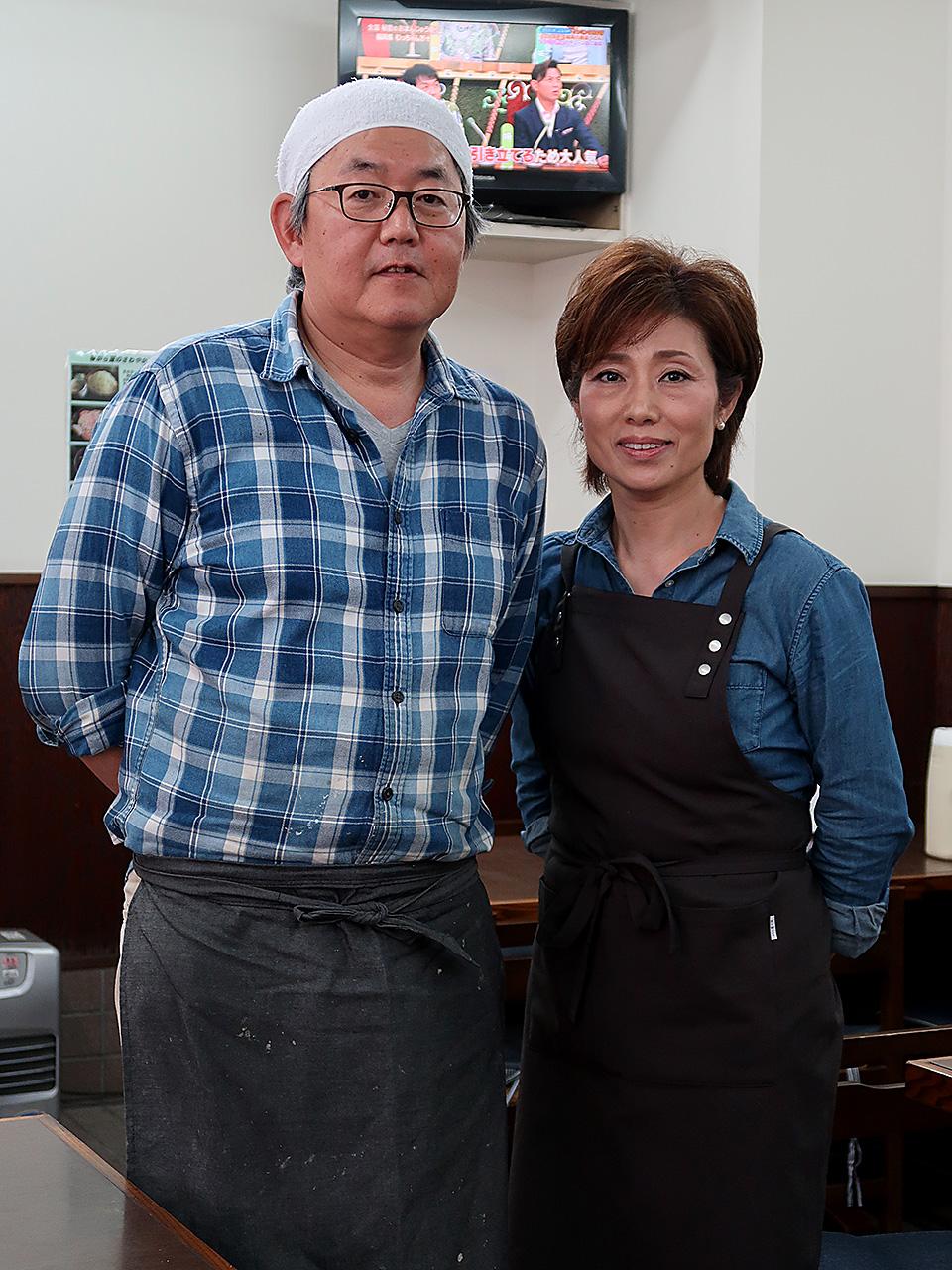 食堂はやし 3代目の林学さん智恵子さん夫妻