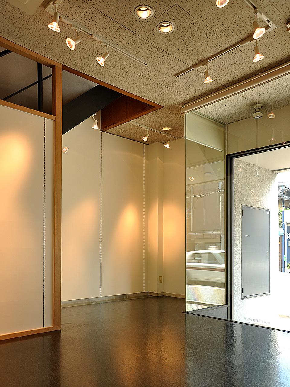 ギャラリー&ショップ唐船屋 店内(商品と棚を撤去した状態)