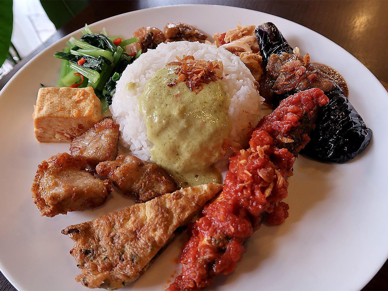 アジアンキッチンロータス「ナシチャンプル定食」