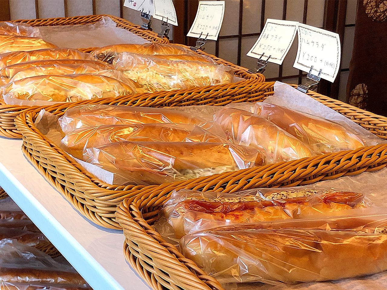 ブーランジェリーオショウ 店頭に並ぶ惣菜パン
