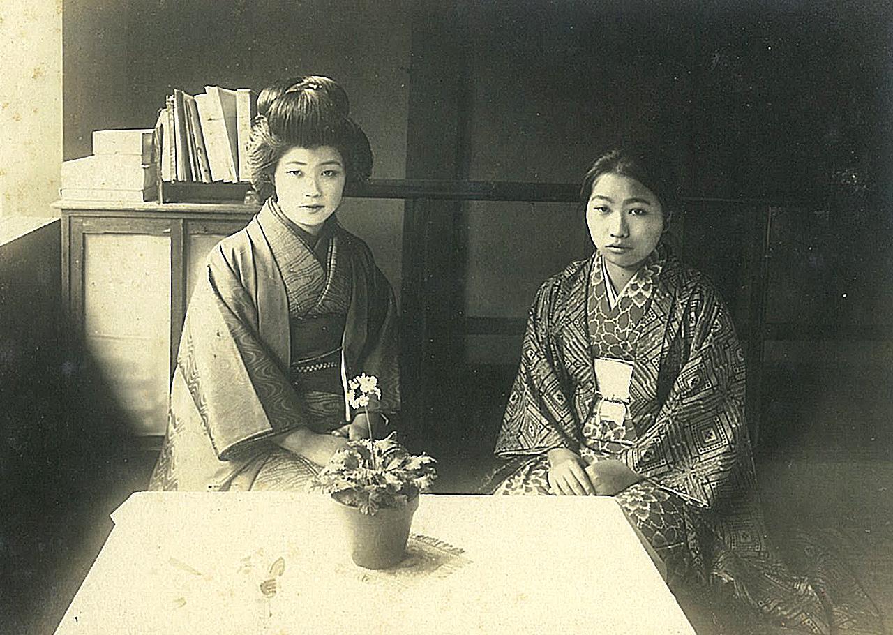 堀尾緋紗子(左)と思われる写真